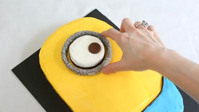 Despicable-Me-Minion-Sheet-Cake_19