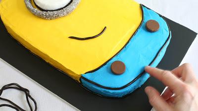 Despicable-Me-Minion-Sheet-Cake_23