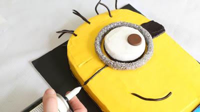 Despicable-Me-Minion-Sheet-Cake_25